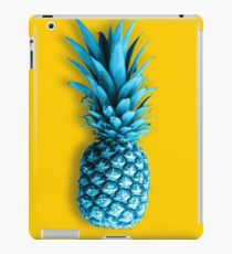 ananas fruit with yellow background iPad-Hülle & Klebefolie