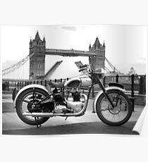 Tiger 100 bei der Tower Bridge Poster