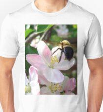 bee-utiful spring Unisex T-Shirt