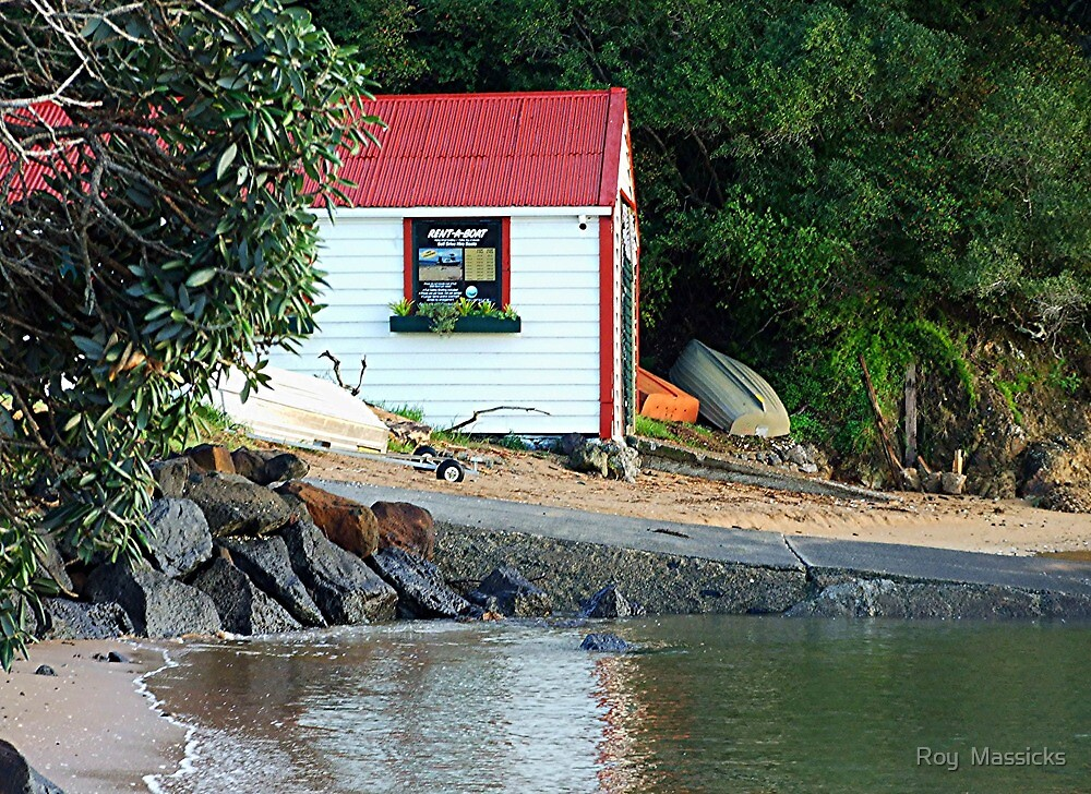The old boat house. by Roy  Massicks