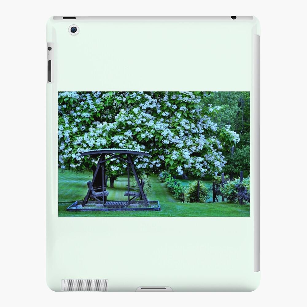 Catalpa-Baum in voller Blüte iPad-Hülle & Skin
