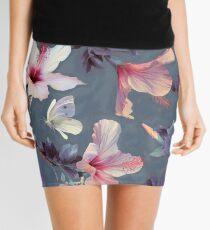 Minifalda Mariposas y flores de hibisco - un patrón pintado