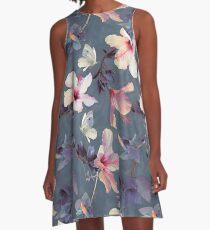 Vestido acampanado Mariposas y flores de hibisco - un patrón pintado