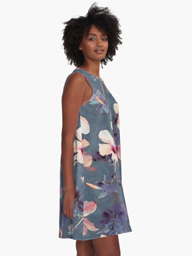 Vista alternativa de Vestido acampanado Mariposas y flores de hibisco - un patrón pintado