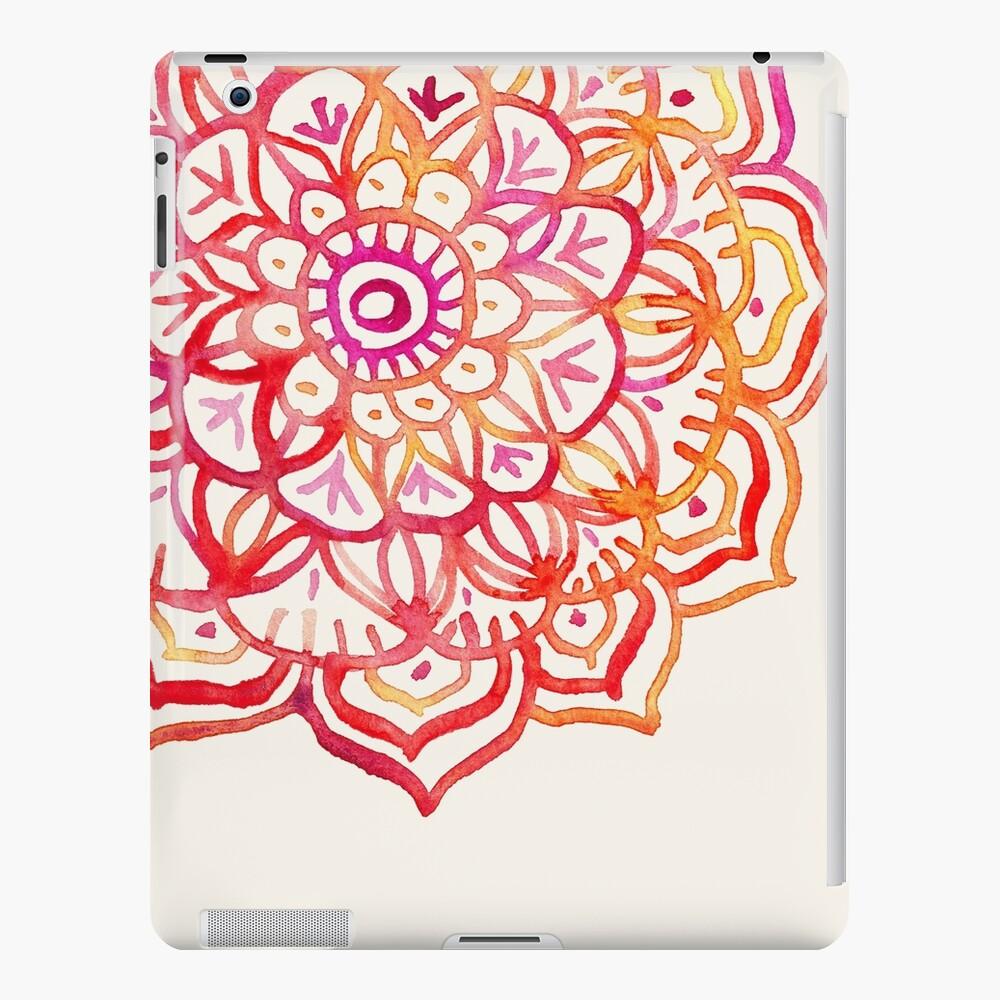 Aquarell Medaillon in den Farben des Sonnenuntergangs iPad-Hülle & Skin