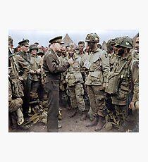 Lámina fotográfica El general Dwight D. Eisenhower se dirige a los paracaidistas estadounidenses antes del Día D.
