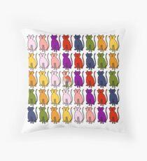Clowder of Cats in einem Regenbogen der Farbe Dekokissen