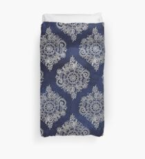 Creme marokkanisches Blumenmuster auf tiefe Indigo-Tinte Bettbezug