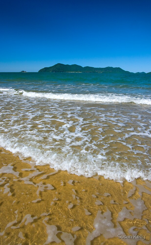 Clear water to Dunk Island by Susan Kelly