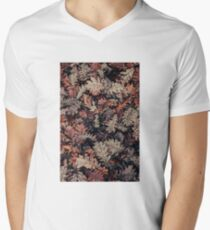 Dried Autumn Leaves - HD Nature V-Neck T-Shirt