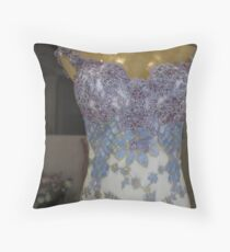 love gress -2- Throw Pillow