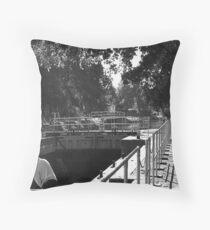 Boulters Lock, Maidenhead, Berkshire Throw Pillow