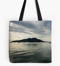 Heilige Insel bei Sonnenaufgang Tote Bag