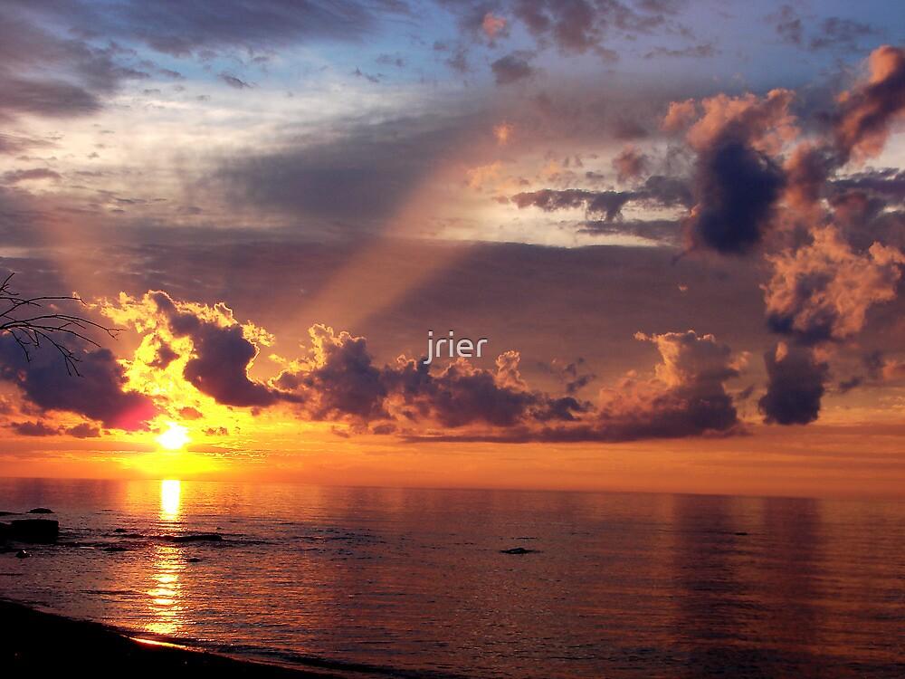 Sunset over Lake Superior by jrier