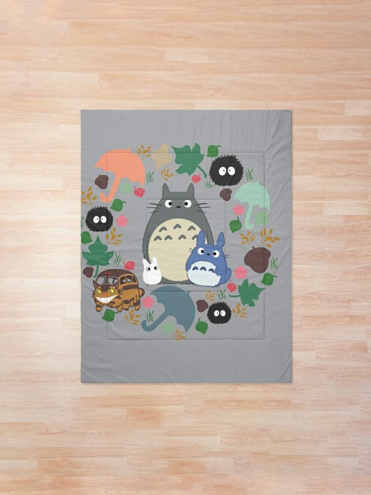 Alternative Ansicht von Mein Nachbar Totoro Kranz - Anime, Catbus, Ruß Sprite, Blau Totoro, Weiß Totoro, Senf, Ocker, Regenschirm, Manga, Hayao Miyazaki, Studio Ghibl Tagesdecke