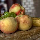 Frutta fresca in cucina  by Andrea Rapisarda