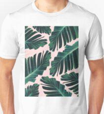 Tropische Blush Banana Leaves Dream # 1 #decor # Kunst Slim Fit T-Shirt