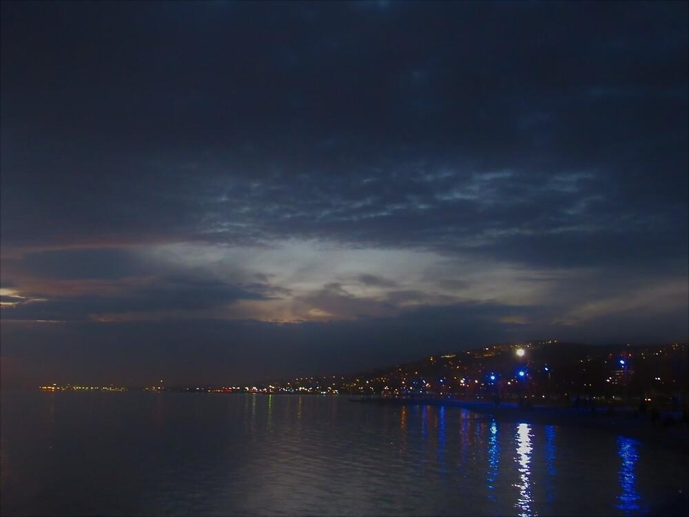 Izmit at Night by tomeoftrovius