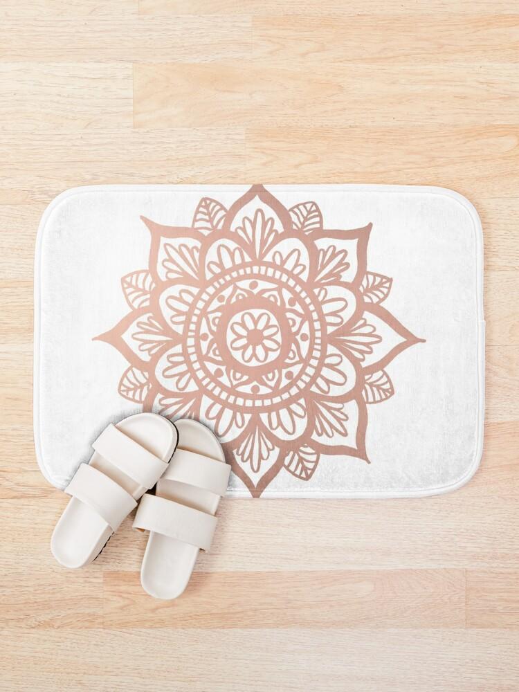 Vista alternativa de Alfombra de baño Nuevo Mandala de oro rosa