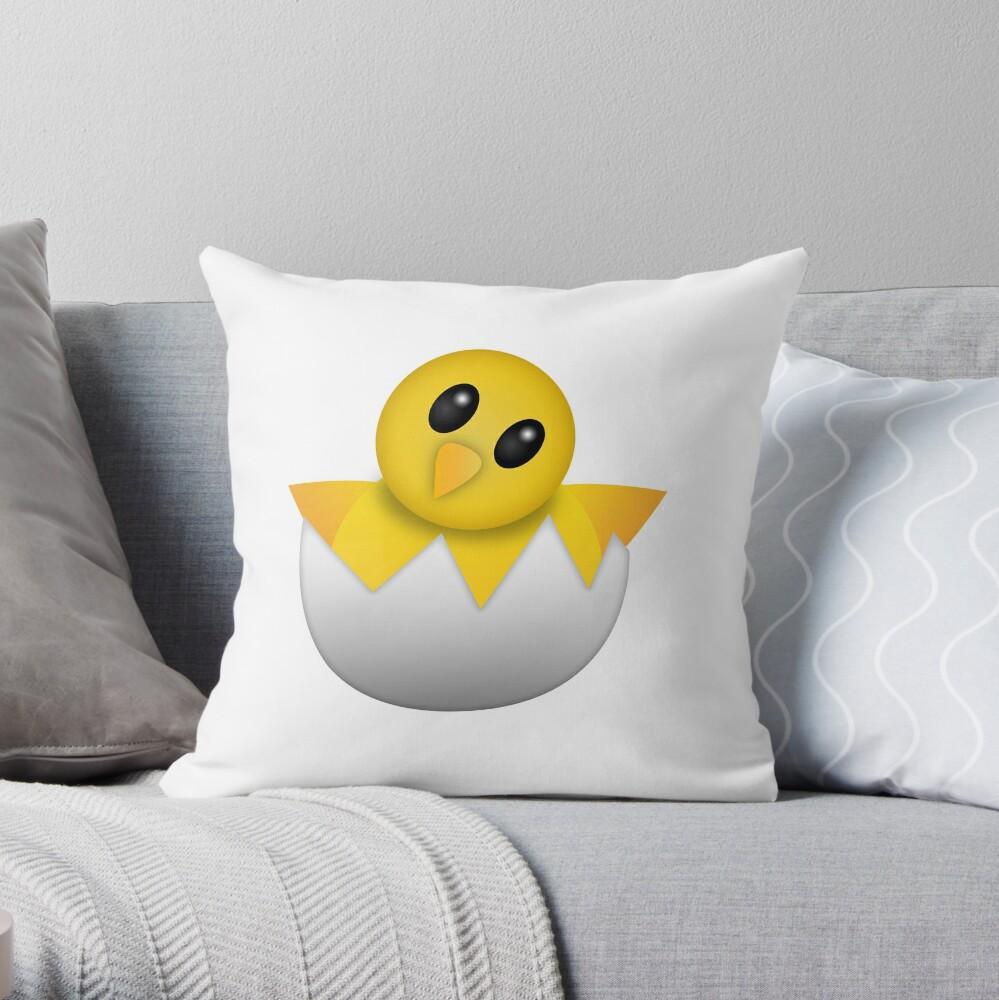 Brütendes Babyküken Emoji Dekokissen
