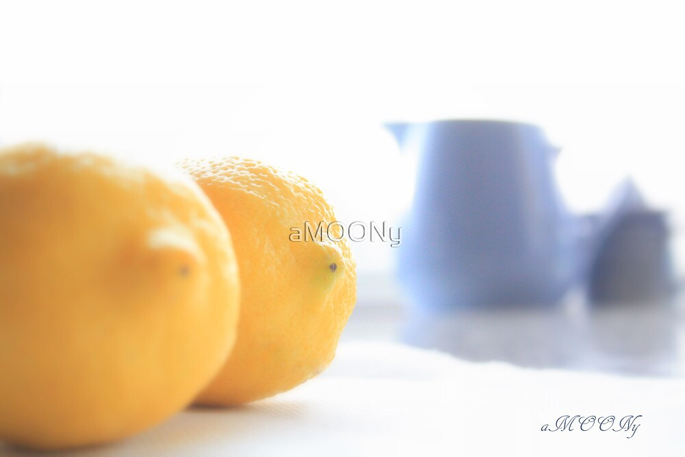 Blue & Yellow by aMOONy