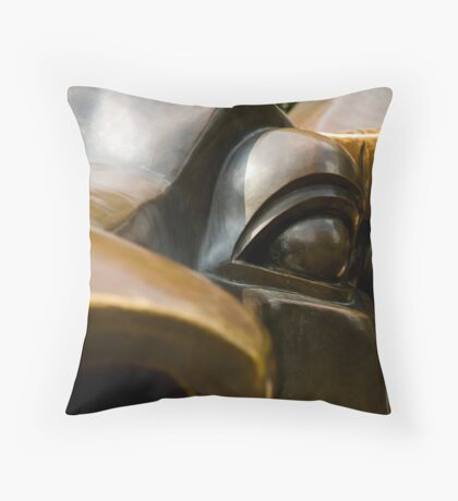bronze eye Throw Pillow