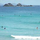 Surfing Wategos Beach Byron Bay by sunranger