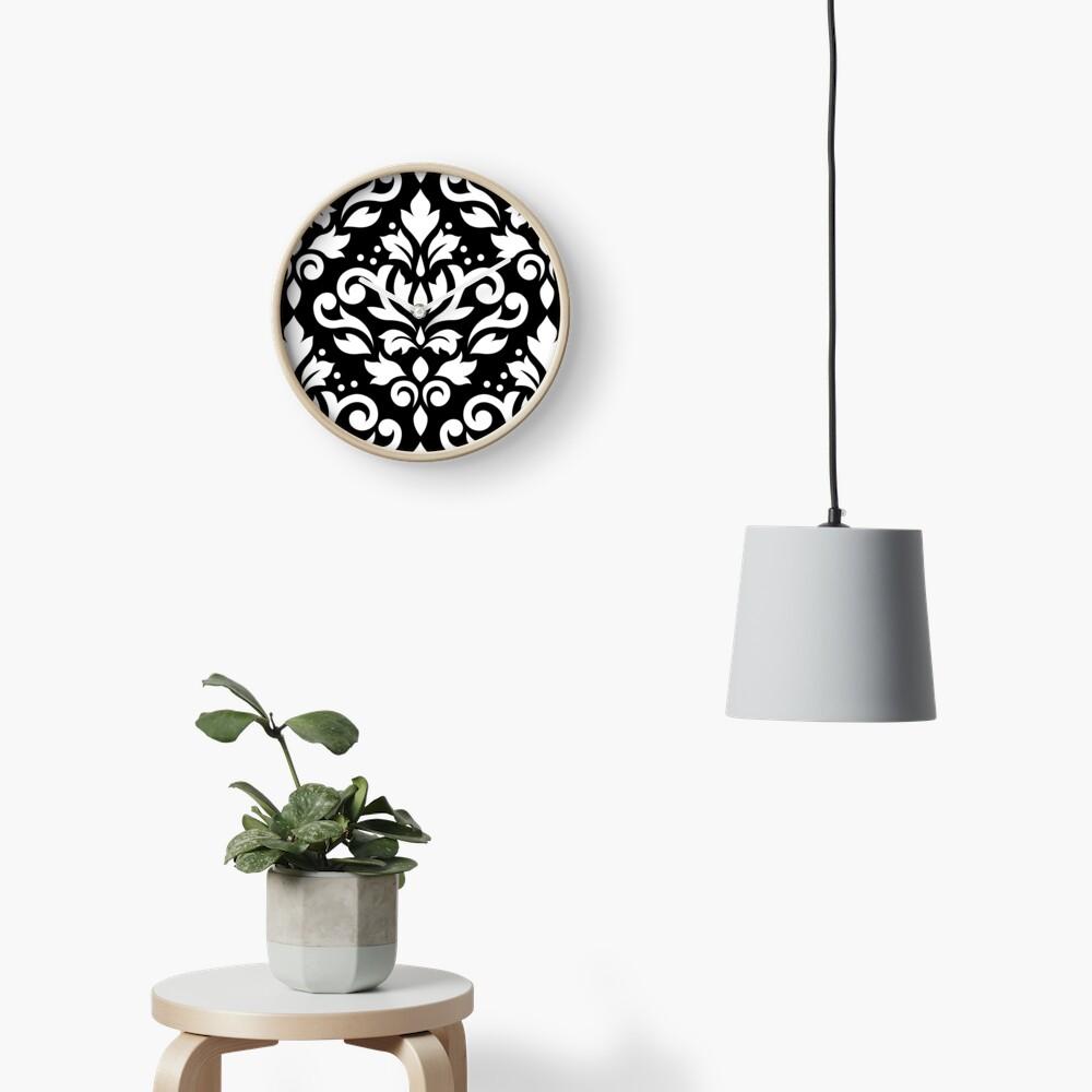 Scroll Damask Large Muster Weiß auf Schwarz Uhr