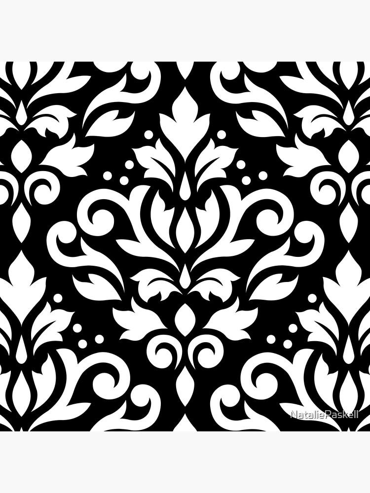 Scroll Damask Large Muster Weiß auf Schwarz von NataliePaskell