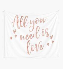 Alles, was du brauchst, ist Liebe - Roségold Wandbehang
