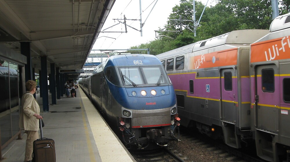 662 Amtrak Regional and 1706/1050 MBTA Commuter Rail by Eric Sanford