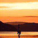 A lighthouse during sunset in the Oslofjord by Sebastian Reinholdtsen