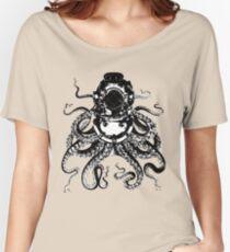 Octopus in a diving helmet Women's Relaxed Fit T-Shirt