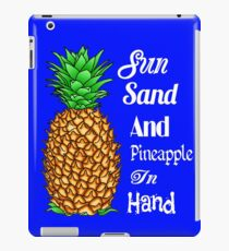 Sun Sand Pineapple In Hand iPad-Hülle & Klebefolie