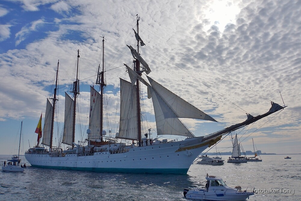 Juan Sebastián de Elcano Underway from Cádiz by fototakerTony