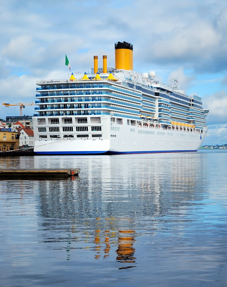 Cruise ship by Dfilyagin