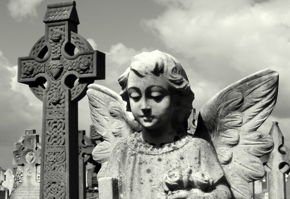 Angel and Irish cross by Esther  Moliné