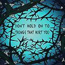 Halte dich nicht an Dingen fest, die dich verletzen von Kiluvi