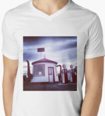 Tiny Old Fashion Teapot Gas Station Men's V-Neck T-Shirt