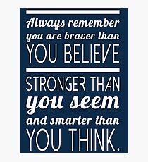 Denk immer daran, dass du mutiger bist als du glaubst, stärker als du scheinst und schlauer, als du denkst Fotodruck