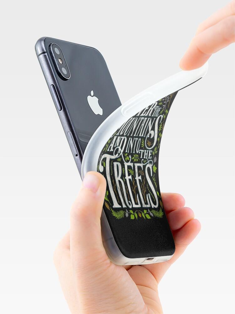 Alternative Ansicht von Über die Berge und in die Bäume iPhone-Hülle & Cover