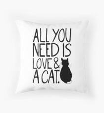 Alles was Sie brauchen ist Liebe und eine Katze Dekokissen