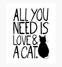 Lámina fotográfica Todo lo que necesitas es amor y un gato
