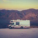 Retro Wohnmobil In Der Wüste von mrdoomits