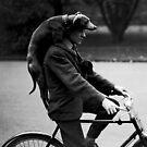 Mann mit Hund auf Zyklus - 1931 von BritishYank