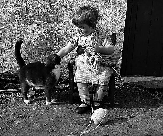 Little girl knitting by lovecooks