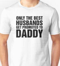 Nur die besten Ehemänner werden zum Vater befördert Slim Fit T-Shirt