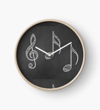 Musiknoten auf Tafel Uhr
