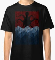 Cthulhu's sea of madness - Red Classic T-Shirt