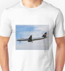 Lufthansa Airbus A321 Unisex T-Shirt